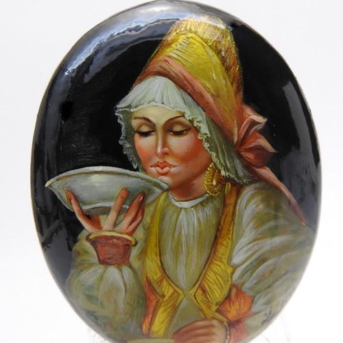 Boyarishnya Drinking Tea [Fedoskino]