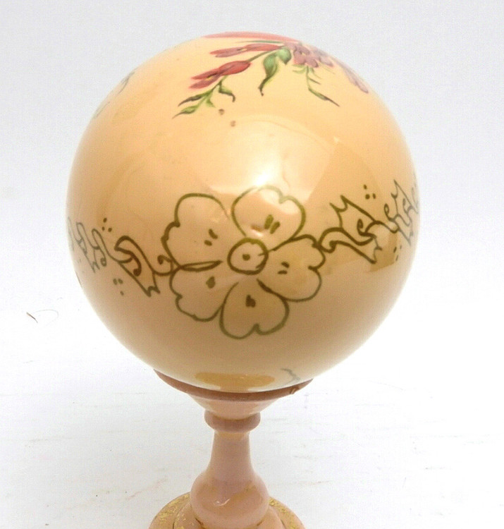 Zhostovo painted Easter Egg with stand (Жостовская роспись) closeup of the top of egg