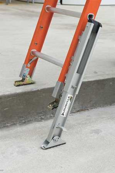 LL FE3228E03E34 28' Extension Ladder with V Hooks and Automatic Leg Levelers