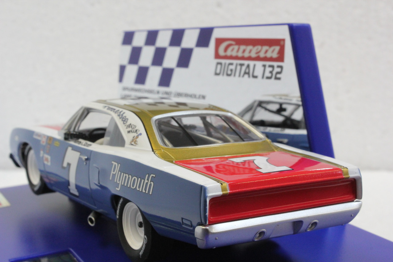 Carrera Blue 20030945 Digital 132 Plymouth Roadrunner No.7 Slot Car