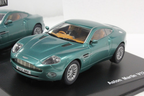 25700 Carrera Evolution Aston Martin Vanquish 1:32 Slot Car