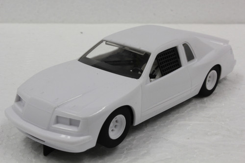 C4077 Scalextric Ford Thunderbird White 1:32 Slot Car *DPR*