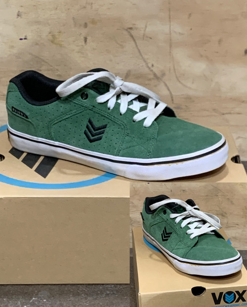 This is a high quality VOX Pat Duffy Pro Model in the Castle Green colorway with white vulc soles. Its in size 7 ONLY. Its Vulcanized for maximize grip on your board. Plan B Pro Pat Duffy has always designed really clean footwear so Don't miss out on this clearance price. *****There might be slight discoloration from shoes that were on display in the shop!*****