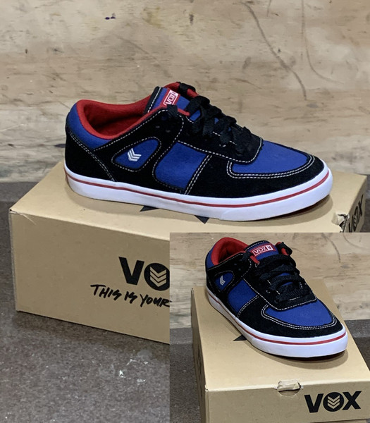 This is a high quality VOX Veyron Model in the Black / True Blue colorway with red trim. It has a vulcanized. This skate shoe is in Youth Size 3. Its Vulcanized for maximize grip on your board. Don't miss out on this clearance price. *****There might be slight discoloration from shoes that were on display in the shop!*****