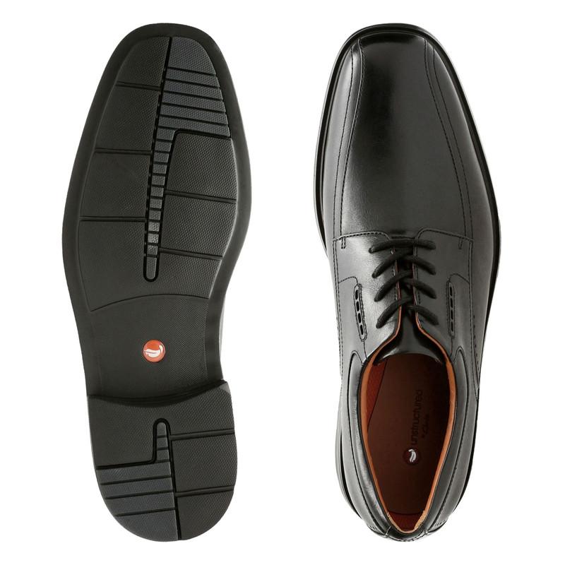 ShoeStores.com - Clarks Un.Kenneth Way
