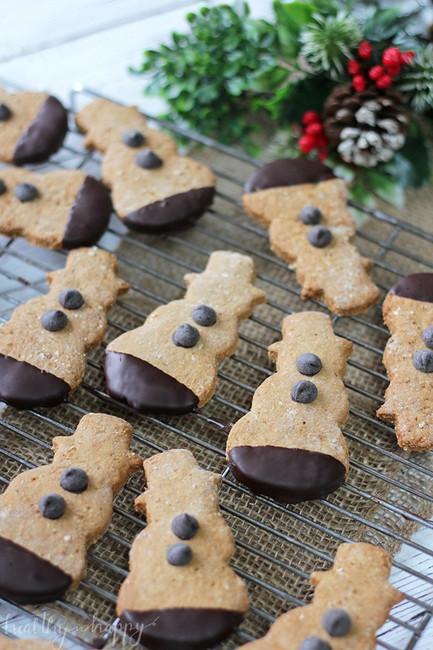 Vegan Gingerbread Snowmen Cookies