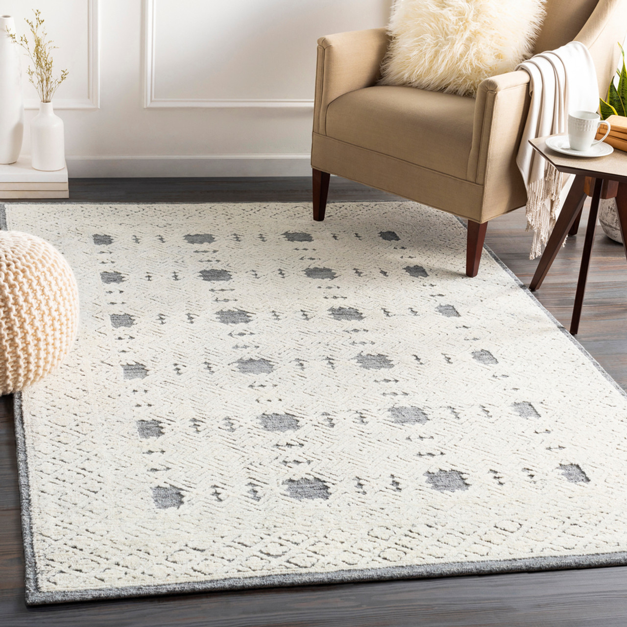4 X 6 Distressed Geometric Pattern White And Gray Rectangular Area Rug 33439800