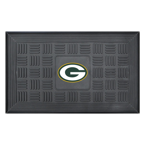 """19.5"""" x 31.25"""" Black and White NFL Green Bay Packers 3-D Team Medallion Doormat - IMAGE 1"""