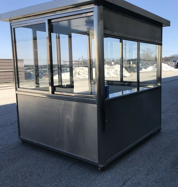 304 stainless steel 6.5ft x 6.5ft  Guard Shack Security Booths with desk