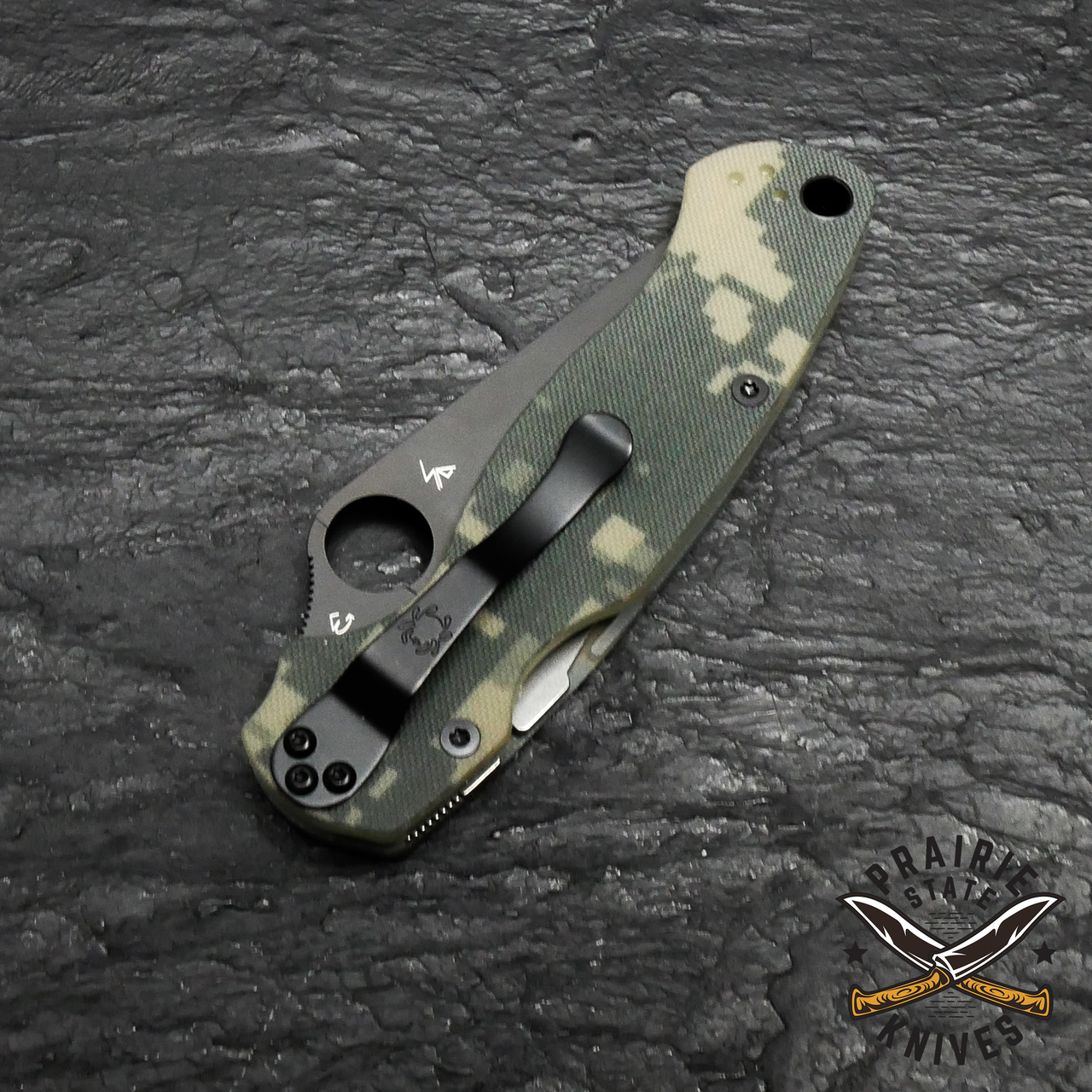 Spyderco Paramilitary 2 knife  features a Compression Lock® and an ambidextrous-friendly four way clip which carries tip-up/tip-down, left/right-hand that rests deep in a pocket.