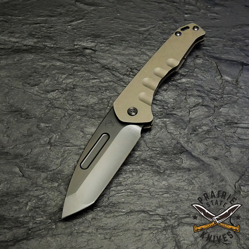 The Pretorian Slim blade is made of CPM-S35VN, and includes an integrated glass breaker in the tang, only accessible when the blade is closed.