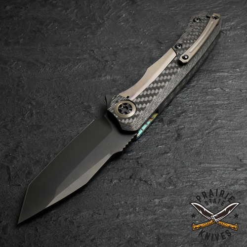 This Heretic Wraith is built with ball-set pocket clip and a built-in lanyard hole for everyday carry convenience.