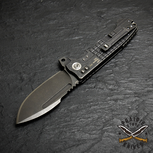 Andre De Villiers Harpoon F17 has a harpoon spear point blade made from N690