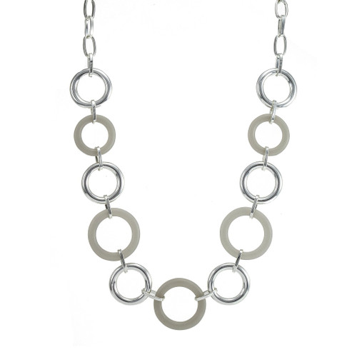 Fashion necklace silver with grey resin rings
