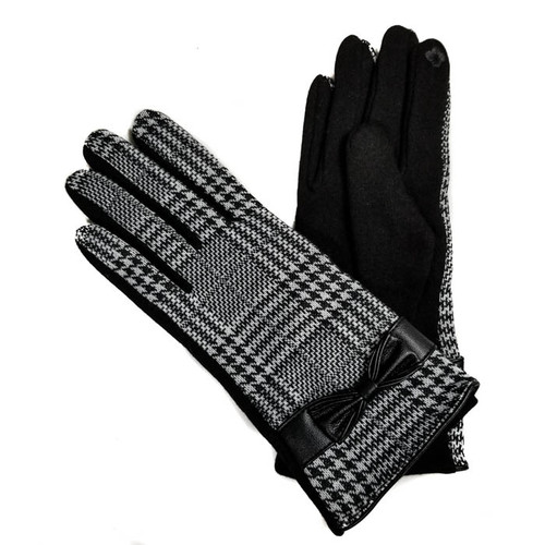 Ladies black & white plaid gloves