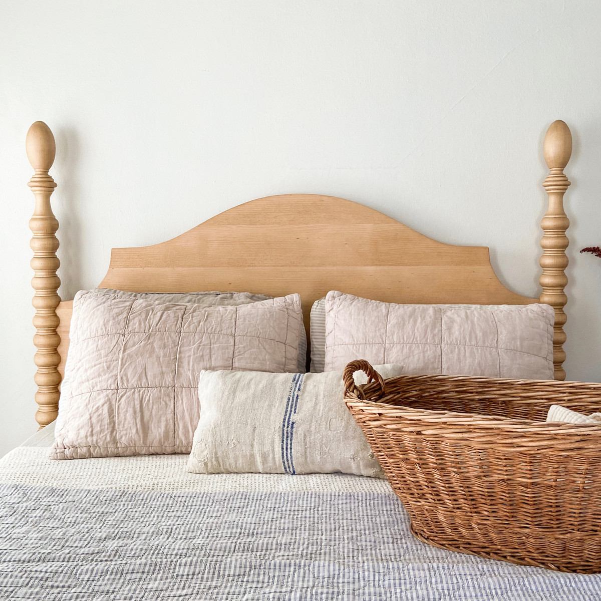 French Farm Spindle Bed in english pine