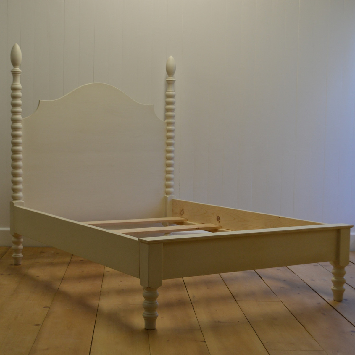 French Farm Spindle Bed with Petite Footboard