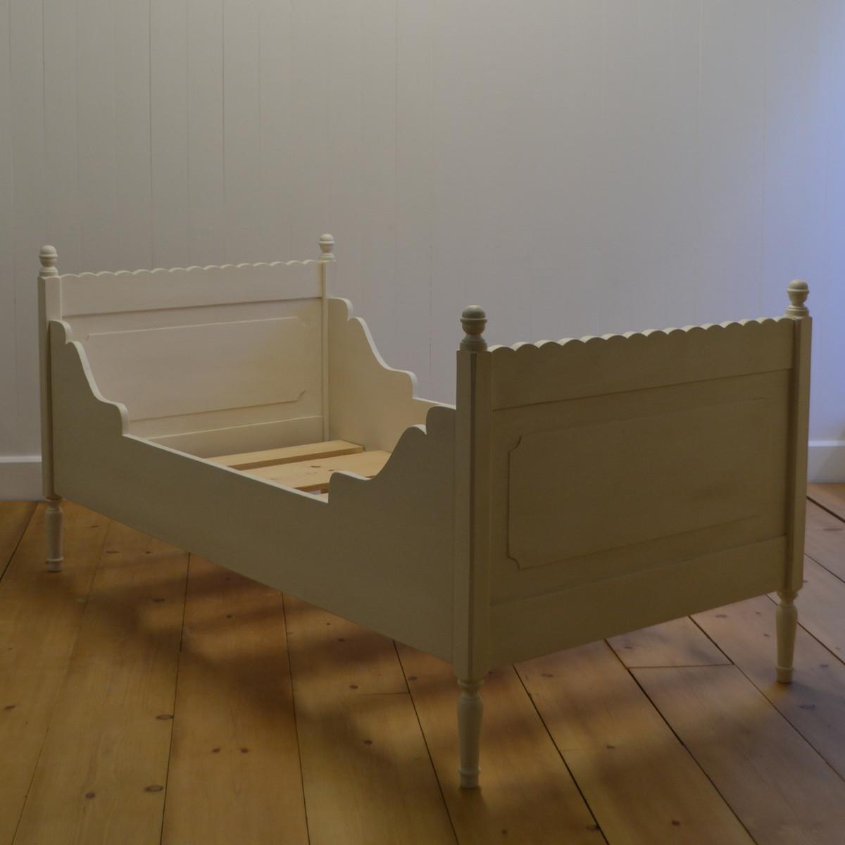 Luella's Cottage Bed