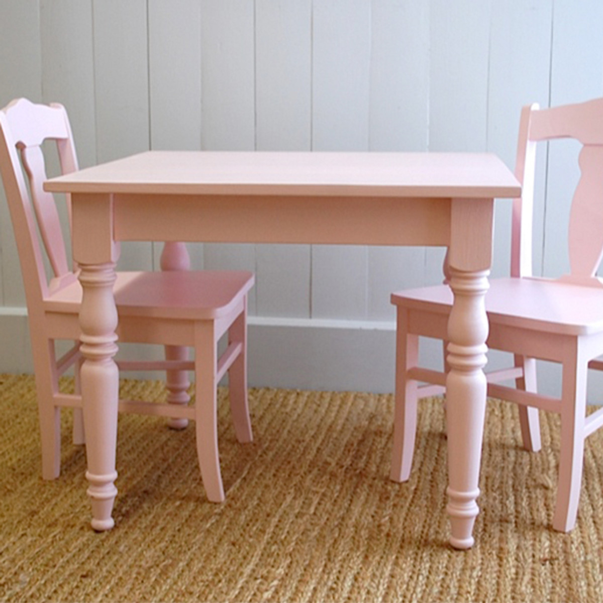 William's Table with Two Chairs