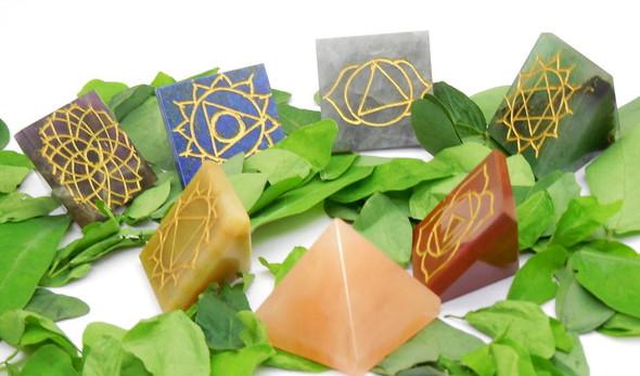 Set of 7 Chakra Pyramids Engraved Reiki Sign at base