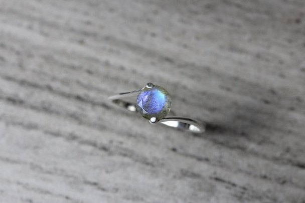 2 Prong Low Bezel Labradorite Silver Ring Blue White Flashy Gemstone Setting 7mm Gem