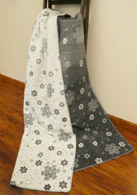 Ibena Intricate Snowflakes Blanket