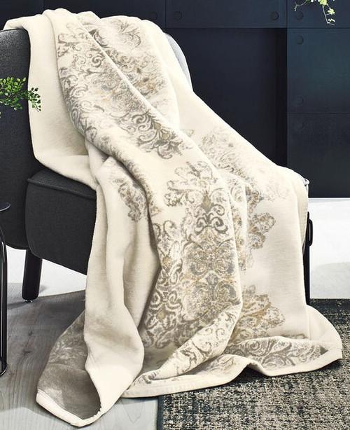 Ibena Damask Doily Bagheria Throw Blanket