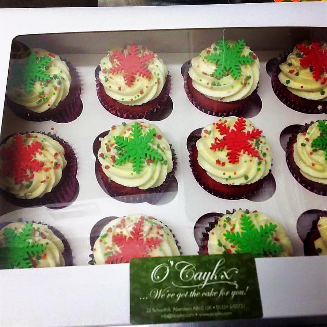 Christmas Cupcakes.Coloured Snowflakes Christmas Cupcakes Ch0004