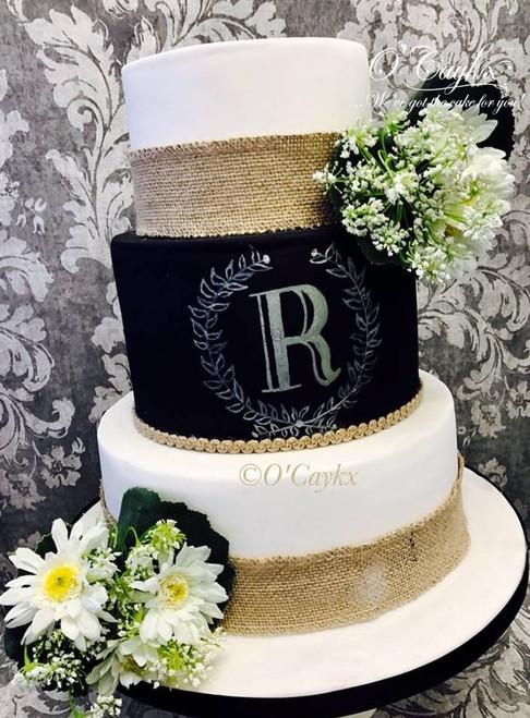 Blackboard and Hesian Wedding Cake