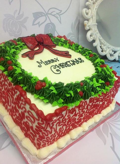 Buttercream Wreath Christmas Cake