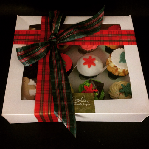 Gift Wrapped Christmas Cupcakes
