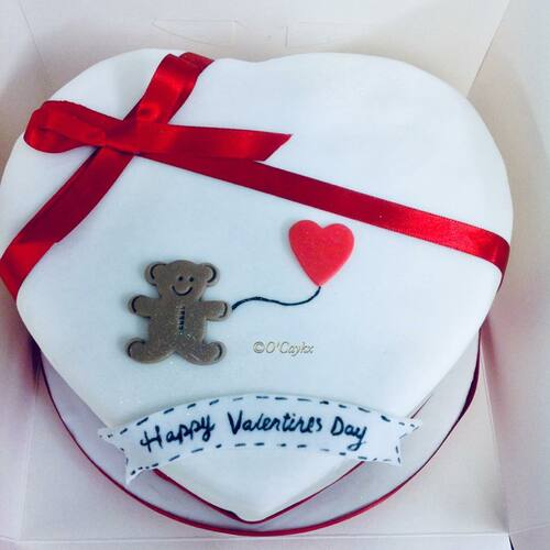 Teddy and Balloon Valentines Cake VC0017