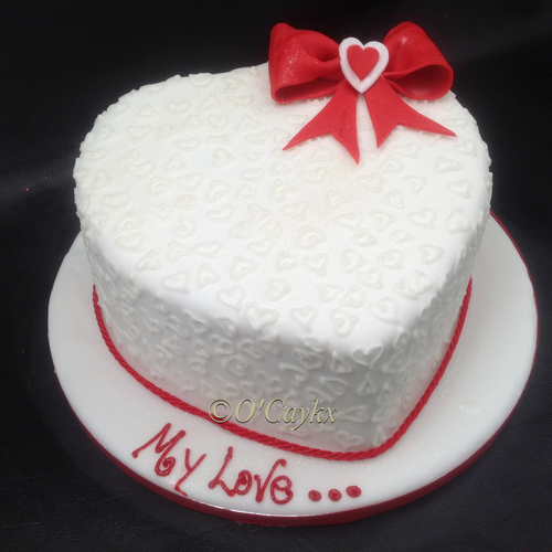 Groovy Love Heart Cake With Bow Aberdeen Personalised Birthday Cards Veneteletsinfo
