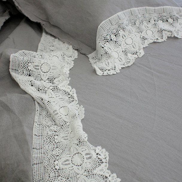 Yummy Linen Vintage collection. Romantic linen and lace.