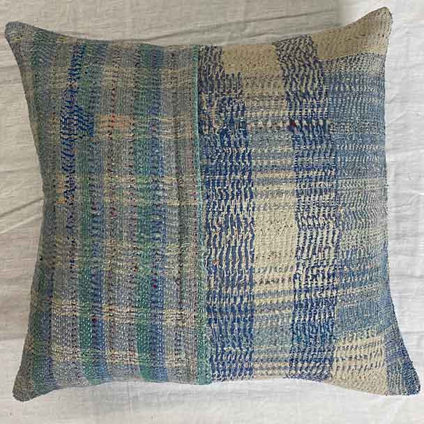A checkered design of blue, green and unbleached white feature in this 50 x 50 cm cushion cover.