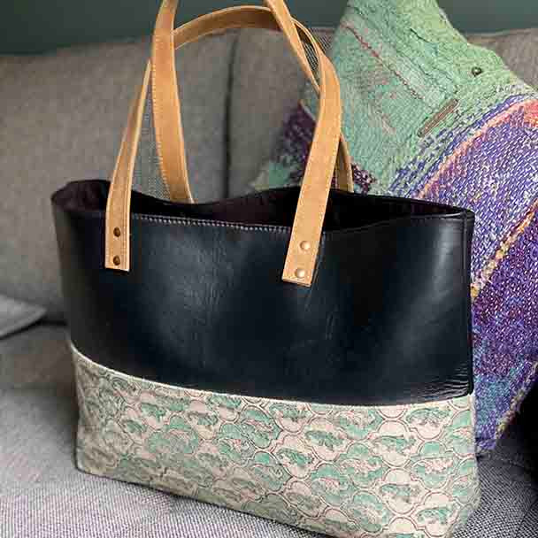 Yummy Linen Classy Tote - Black Leather / Dhurrie