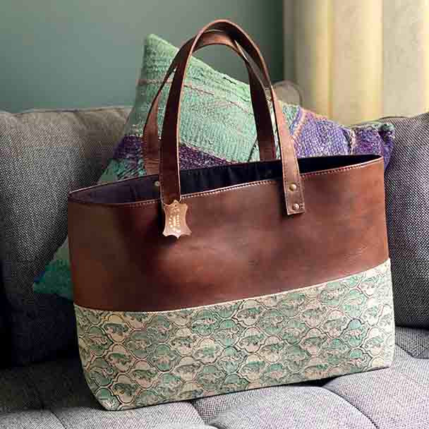 Yummy Linen Classy Tote - Tan Leather / Dhurrie