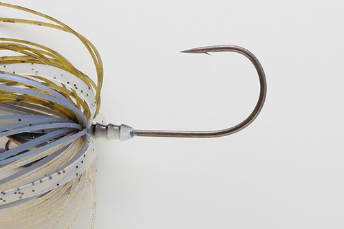 A high hooking rate that does not require a trailer hook, and a big hook structure with a center arrangement that does not easily come off.