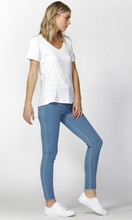 Women's Tops | Manhattan V-Neck Tee | BETTY BASICS