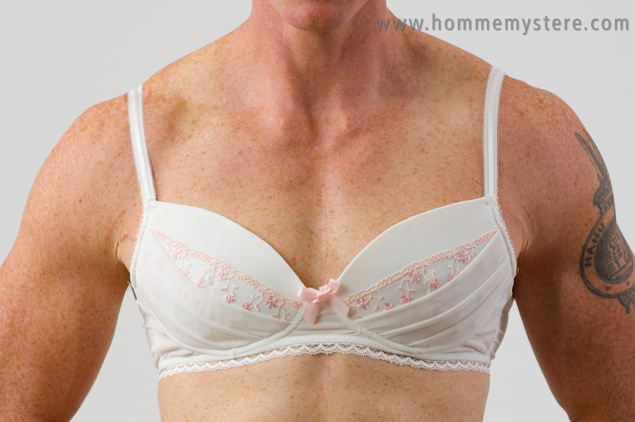 06fec99b92469 Lovely Anneve bra with padded cups moulded to fit a guys chest.
