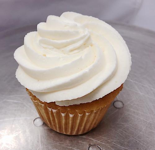 Vanilla Cupcake - Sweetz Bakery