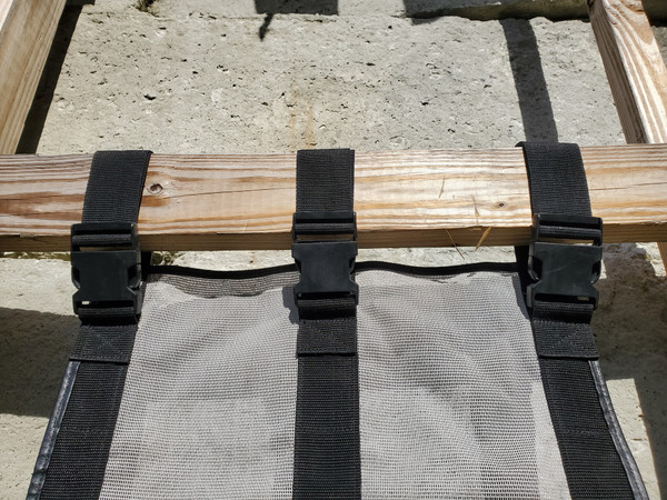 Buckles / velcro adjustment
