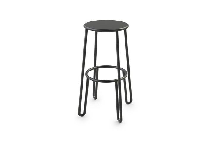 Huggy 75cm high outdoor bar stool in durable aluminium with Du Pont premium powdercoating.