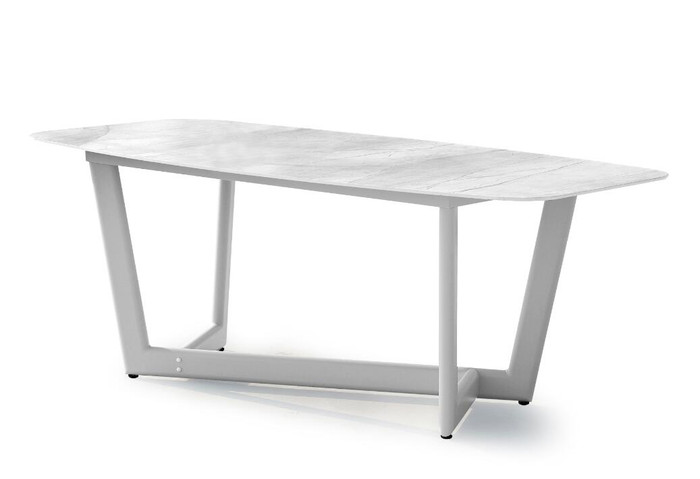 Club outdoor pedestal table by Couture. Aluminium frame and ceramic top.