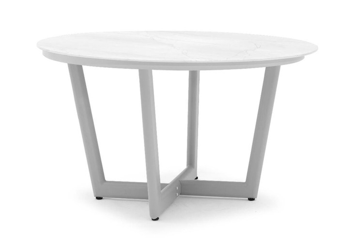 Club round outdoor table by Couture