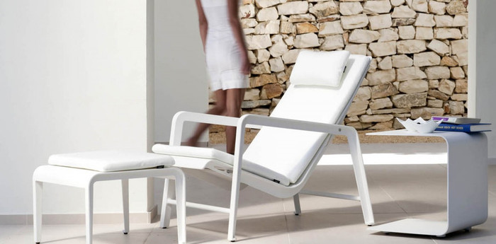 Mirthe outdoor footrest by Tribu