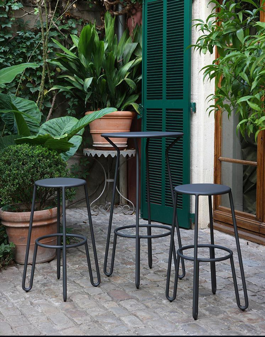 Huggy bar set in an outdoor  patio setting