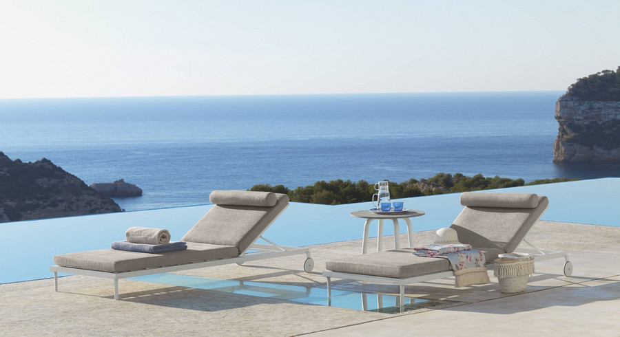 Ambient view Cleo Alu sun lounger by Talenti in White finish