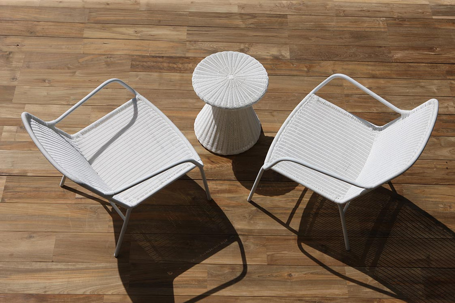 Tom outdoor side table in Stone White with Felix outdoor low lounge chairs