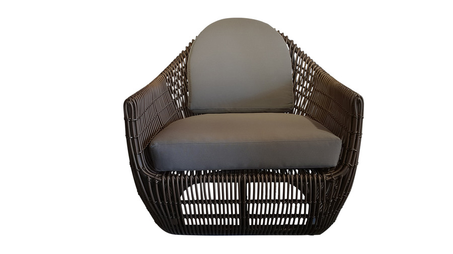 Front view of Robusta outdoor lounge chair in bronze finish